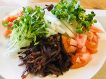 きくらげと野菜のサラダ