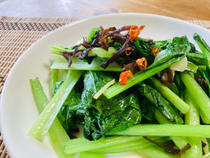 きくらげと小松菜の塩炒め