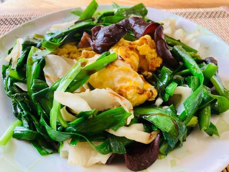 wood ear and garlic chive egg oister stir fry