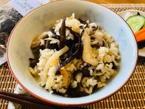 木耳菌菇煲饭