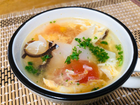 black and white wood ear and tomato egg soup