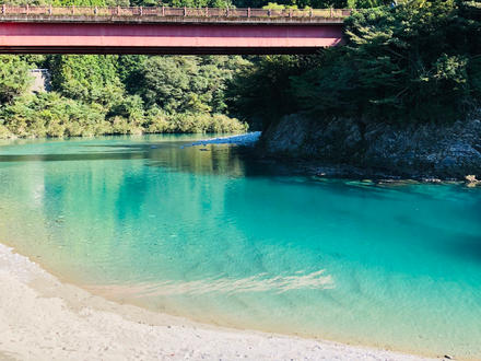 春の野山散策、秋の紅葉、夏場は日本全国からキャンプをしに沢山の方々が訪れます