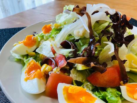 white wood ear mushroom, egg, and veggie salad