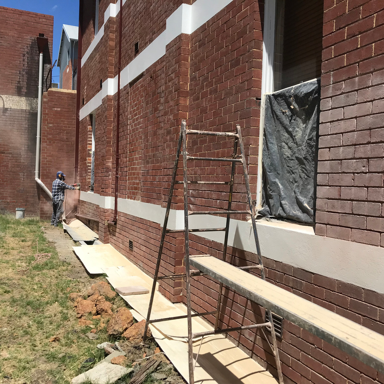 Conspar work to help restore this brick wall belonging to a residential strata complex in Northbridge (Perth) which was causing moisture ingress damage to the apartments within.