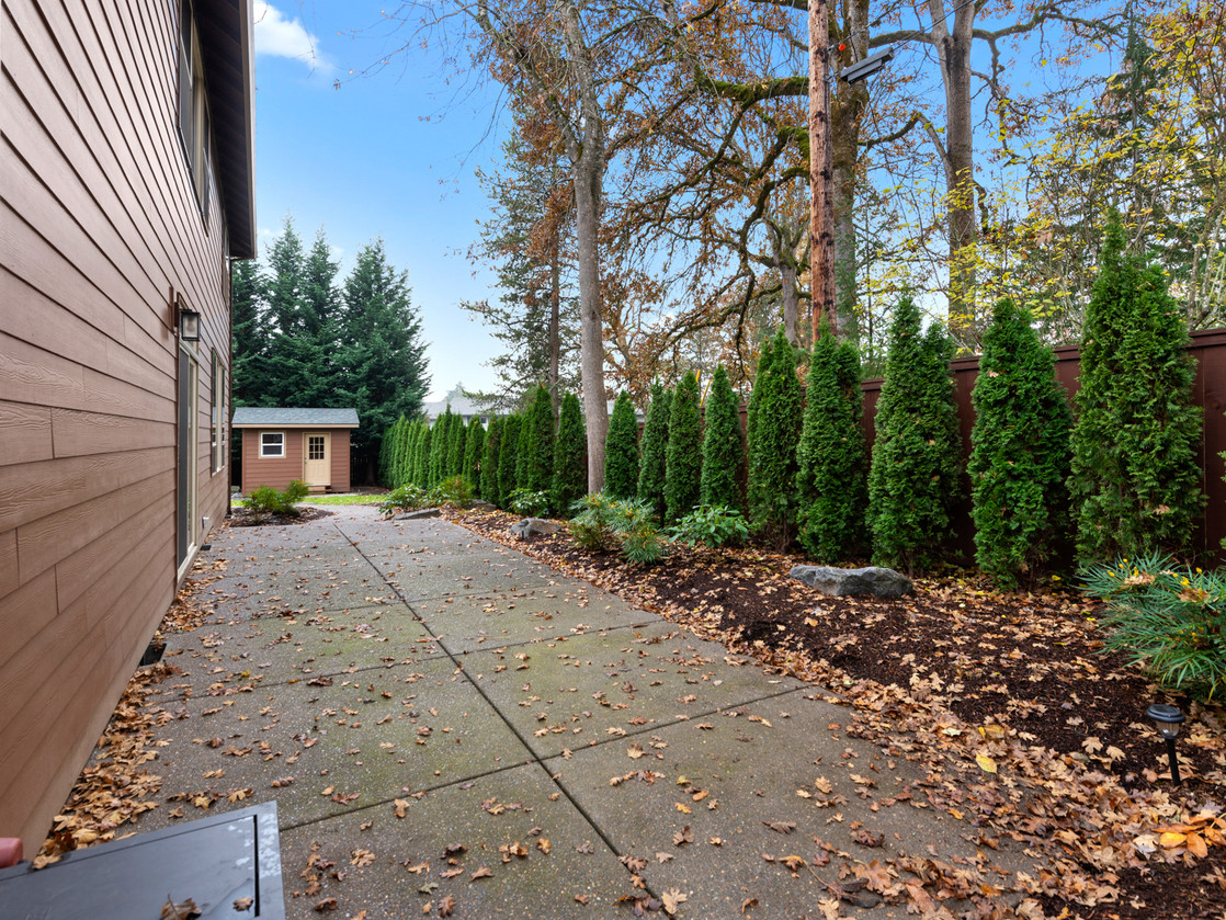 555 SW 140th Ave (3 of 38).jpg