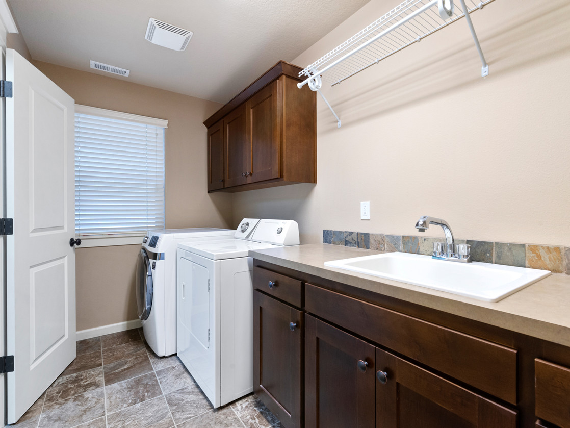555 SW 140th Ave (19 of 38).jpg