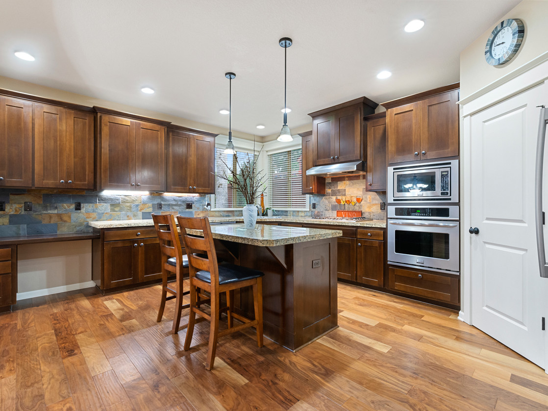 555 SW 140th Ave (12 of 38).jpg