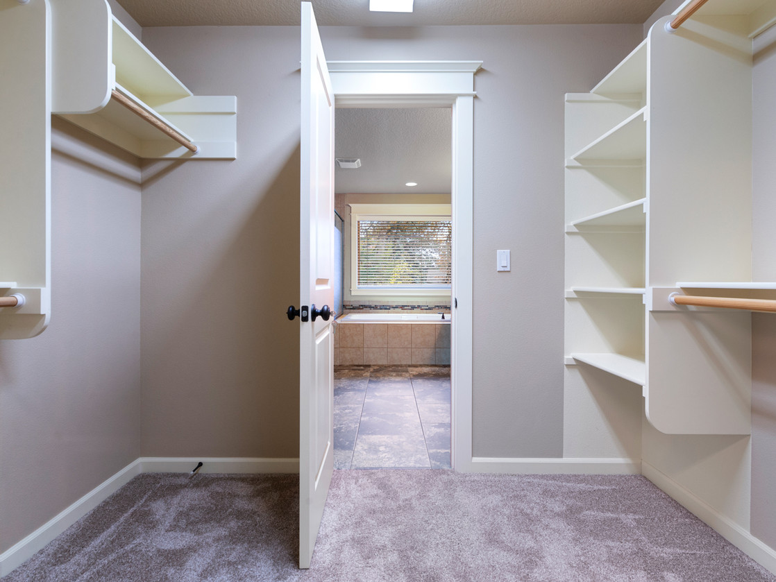 555 SW 140th Ave (9 of 38).jpg