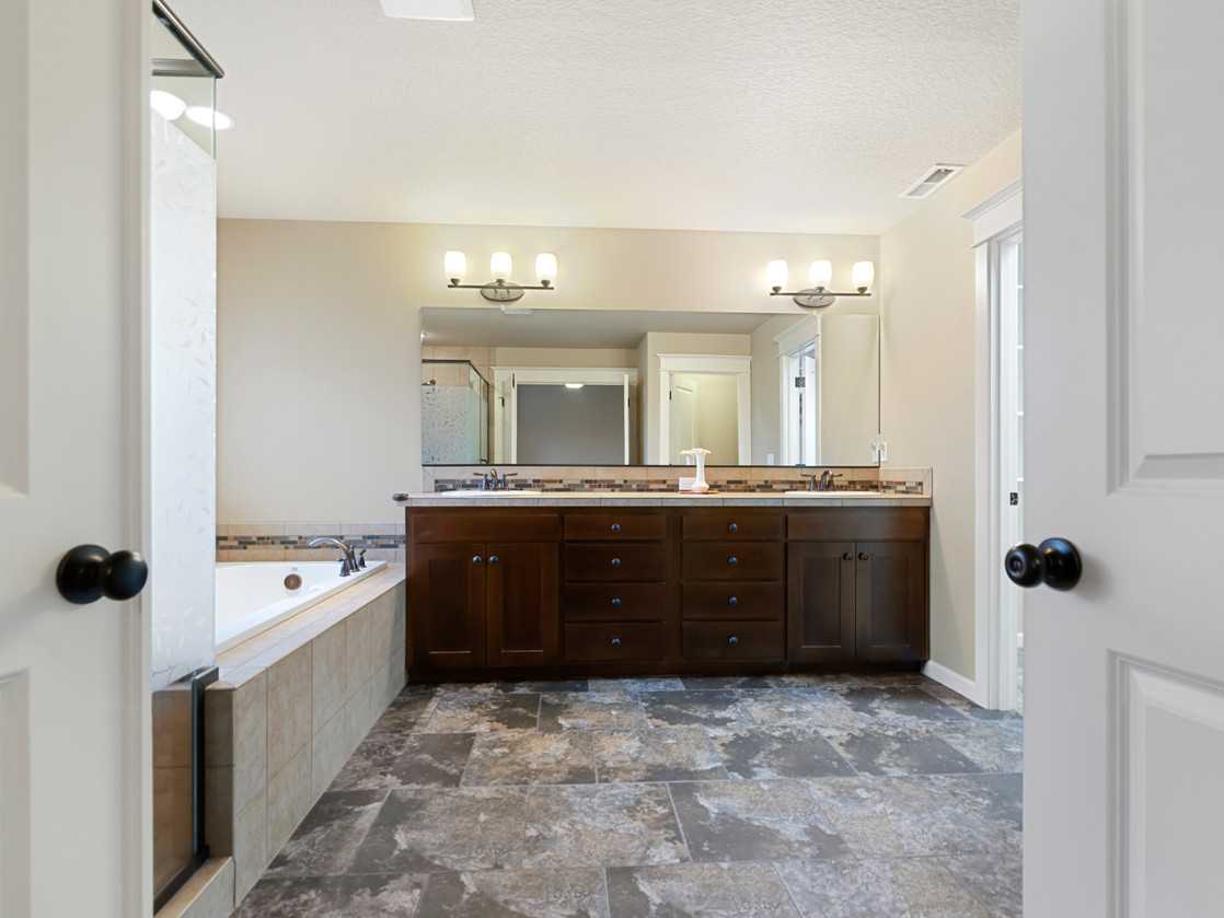 555 SW 140th Ave (8 of 38).jpg