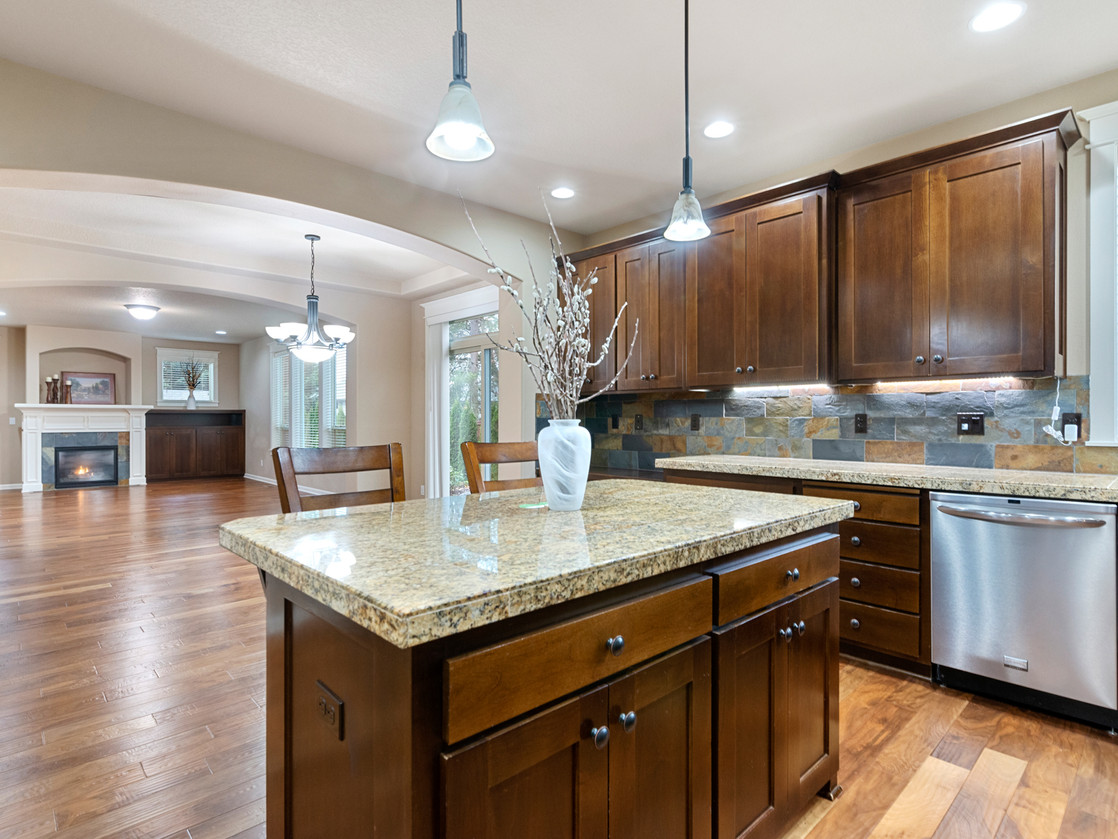 555 SW 140th Ave (13 of 38).jpg