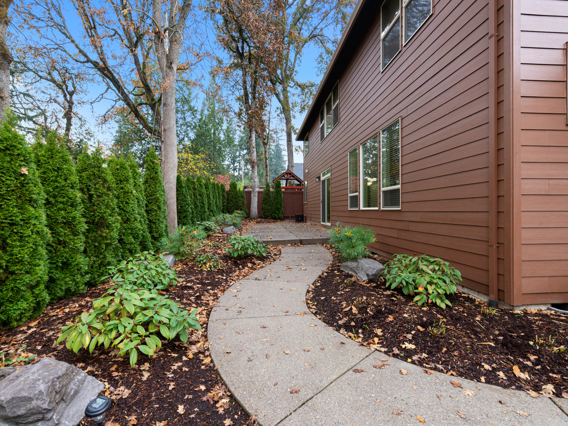 555 SW 140th Ave (30 of 38).jpg