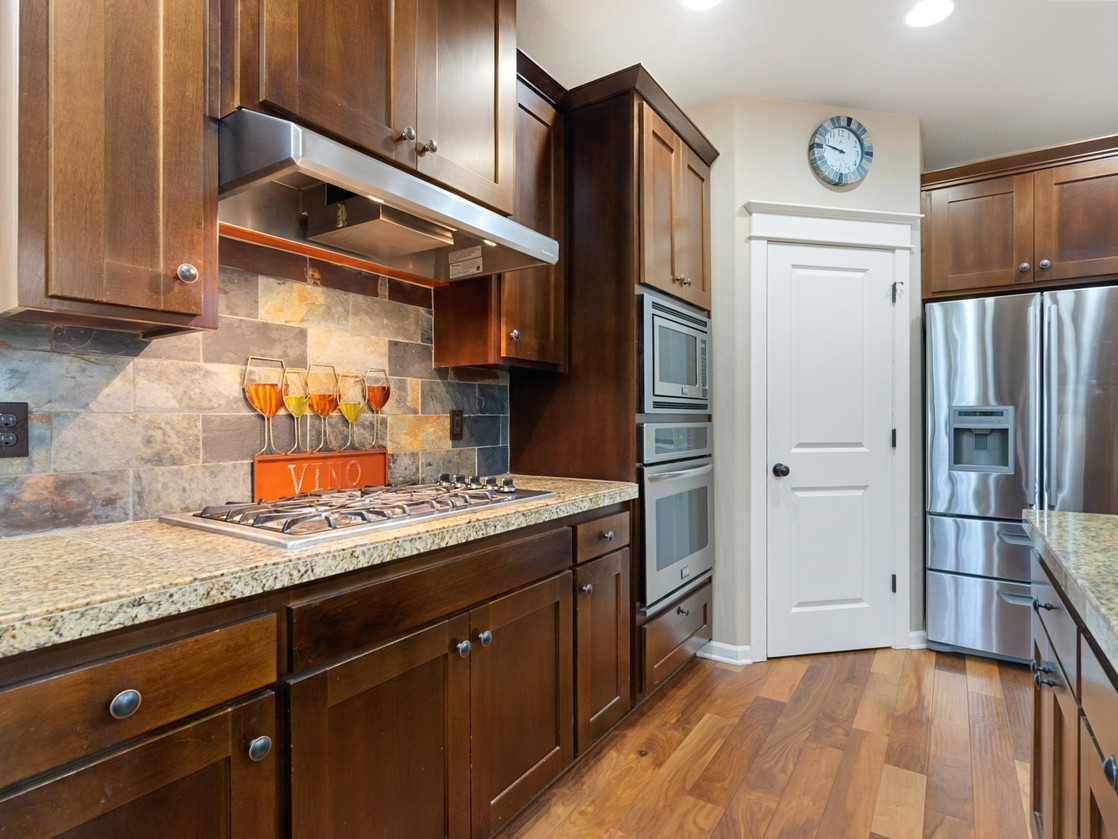 555 SW 140th Ave (26 of 38).jpg