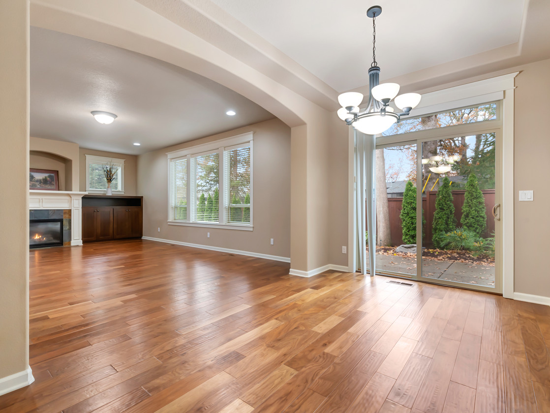 555 SW 140th Ave (1 of 38).jpg