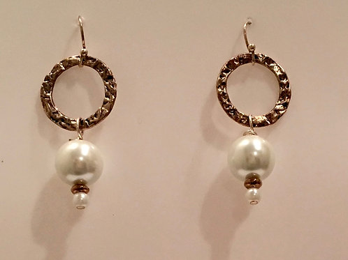 Circle Pearl earring