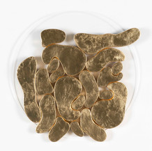 """""""III. İstif"""" Serisinden 30, 2018 Pleksi üzerine şasiye gerilmiş parşömen ve altın varak Ø 50 cm"""