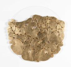 """""""III. İstif"""" Serisinden 21, 2018 Pleksi üzerine şasiye gerilmiş parşömen ve altın varak Ø 80 cm"""