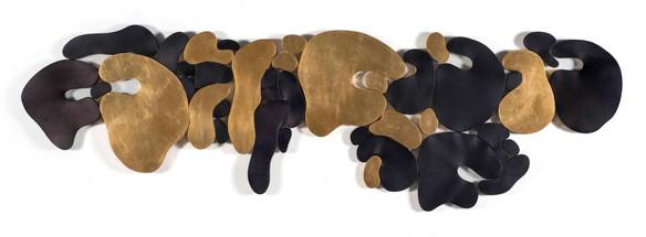 """""""III. İstif"""" Serisinden 1, 2017 Şasiye gerilmiş boyanmış parşömen ve altın varak 86 x 262 cm"""