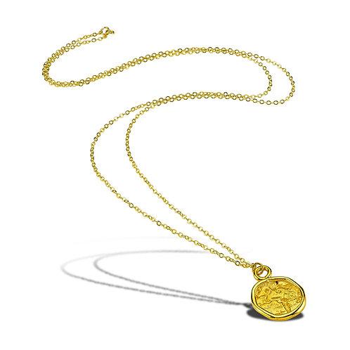 muhur-kolye Amorf dokusuyla daire biçimli mühür kolye pirinç üzeri altın kaplamadır.