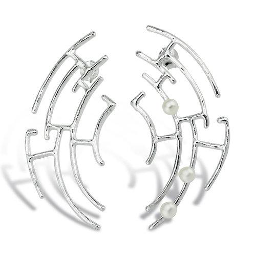 Inci-Tasli-Ag-Gumus-Kupe inci detaylı, asimetrik, ağ görünümlü 925 ayar gümüş küpe