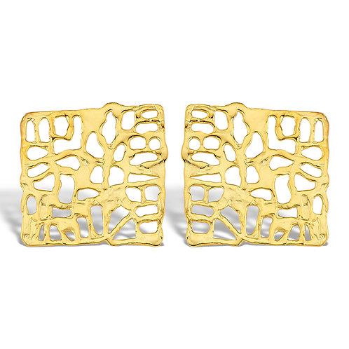 Kafes görünümlü organik formlu küpe altın kaplama yapılmıştır.