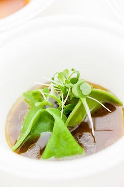 Ravioles vertes dans un bouillon