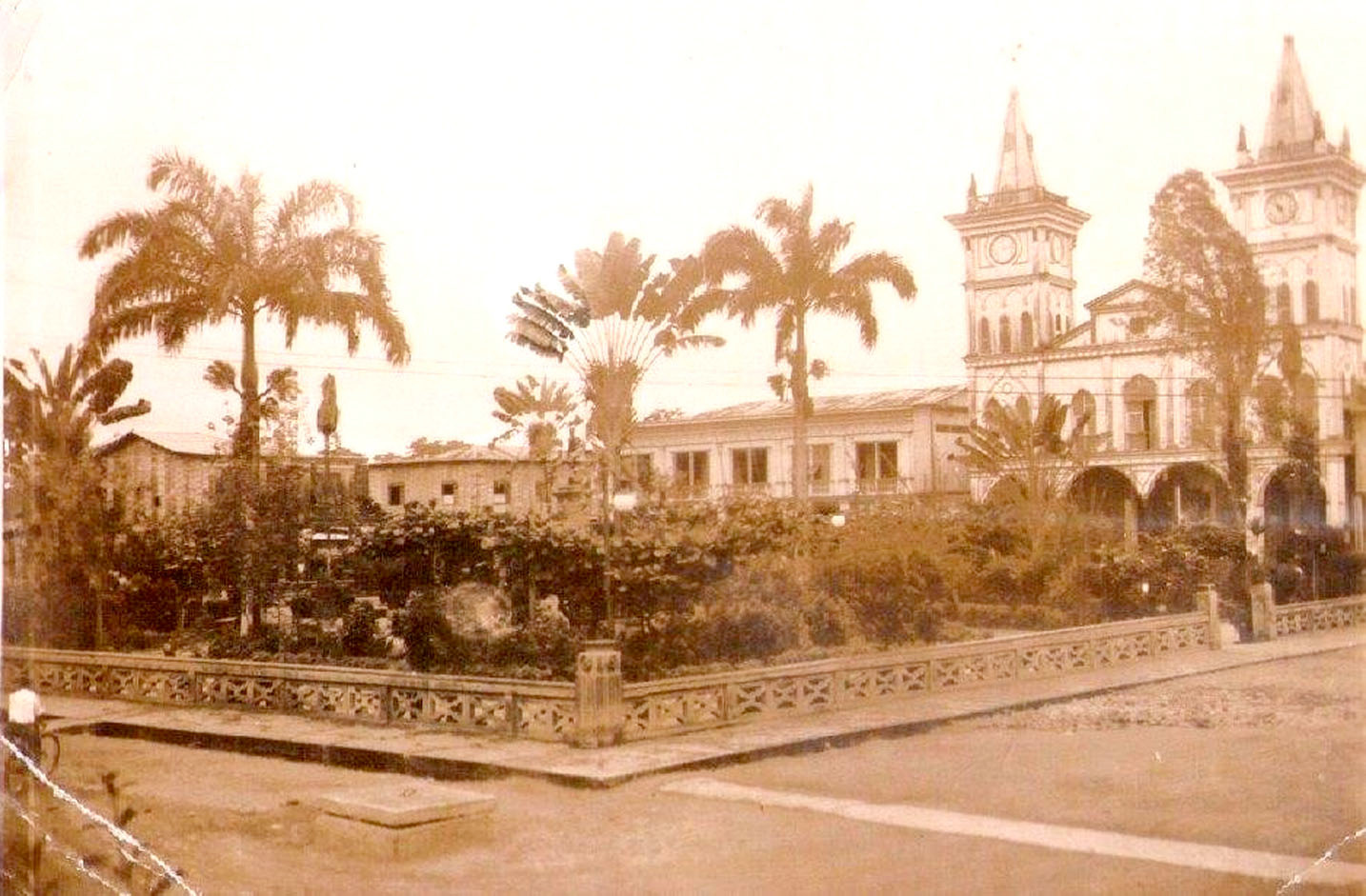 Antiguo-Parque-Calderon.jpg