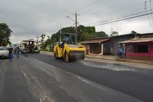 GAD de Pasaje y Prefectura reiniciaron asfaltado de avenida Quito.