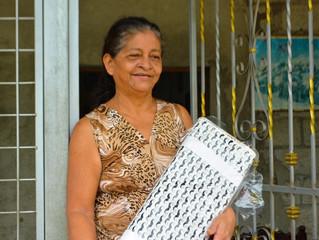 ALCALDE CÉSAR ENCALADA IMPULSA A EMPRENDEDORAS DE COSTURA CON ENTREGA DE TELA