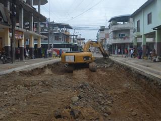 GAD de Pasaje efectúa trabajos de regeneración en la calle Colón.