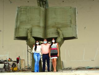 Monumento a la biblia en ingreso a Buenavista