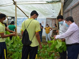 Estudiantes del Jorge Icaza realizan primeras cosechas