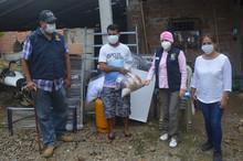 Alcalde César Encalada proporciono ayuda humanitaria a familia damnificada por incendio.