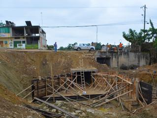 ALCALDÍA DE PASAJE CONSTRUYE CABEZALES EN DUCTO CAJÓN EN ESTERO EL BURRO.