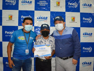 Alcalde César Encalada entregó certificado a niños por finalizar vacacionales virtuales 2021 .