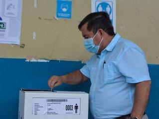 Alcalde César Encalada ejerció derecho al voto en la parroquia Buenavista.