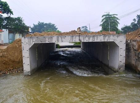 ALCALDÍA DE PASAJE CONSTRUYE LONGITUD DE TRANSICIÓN DE DUCTO CAJÓN EN CANAL RIEGO