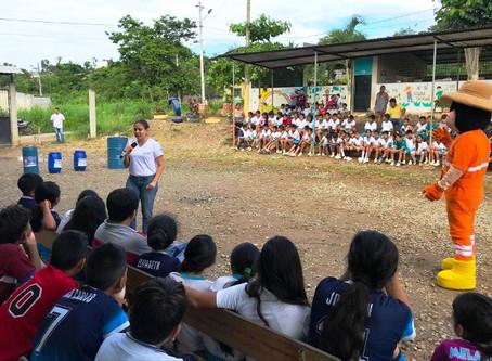 AGUAPAS ENTREGÓ RECOLECTORES TEMPORALES DESECHOS EN CENTROS EDUCATIVOS