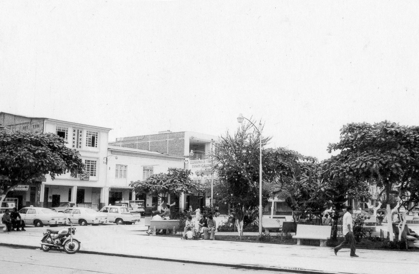 Parque-Calderon-desde-calle-municipalida