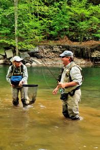 NETTING A FISH  2540.JPG