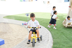 Kids_playing playground