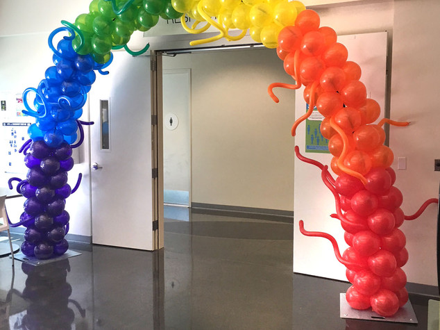 25 Foot Rainbow Arch with Twisty's