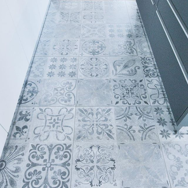 Kitchen flooring  #interiorinspo #kitchen #küche #Fliesen #interior444 #interior125 #interior4you #i