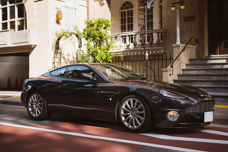 Aston Martin Vanquish-1.jpg