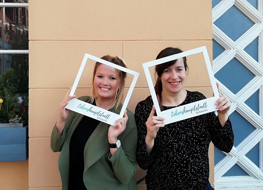 Maria Weding (r.) und Lisa Strätker (l.) sind zusammen das Team frauweding!
