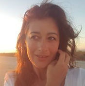 Manuelle Molinas, Comédienne et Marionnettiste - En collaboration avec la compagnie de théâtre Attore Actor Acteur