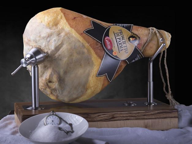 Prosciutto di Parma etichetta oro con osso e senza osso