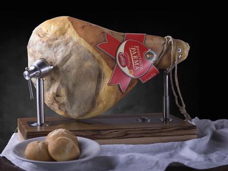 Prosciutto di Parma etichetta rossa con osso e senza osso