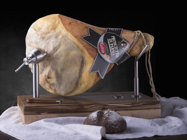 Prosciutto di Parma etichetta nera con osso e senza osso