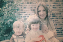 Jackie and her children, 1971