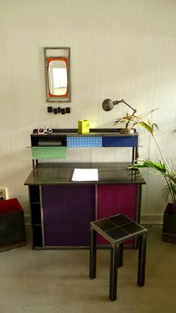Bureau en tôles perforées colorées